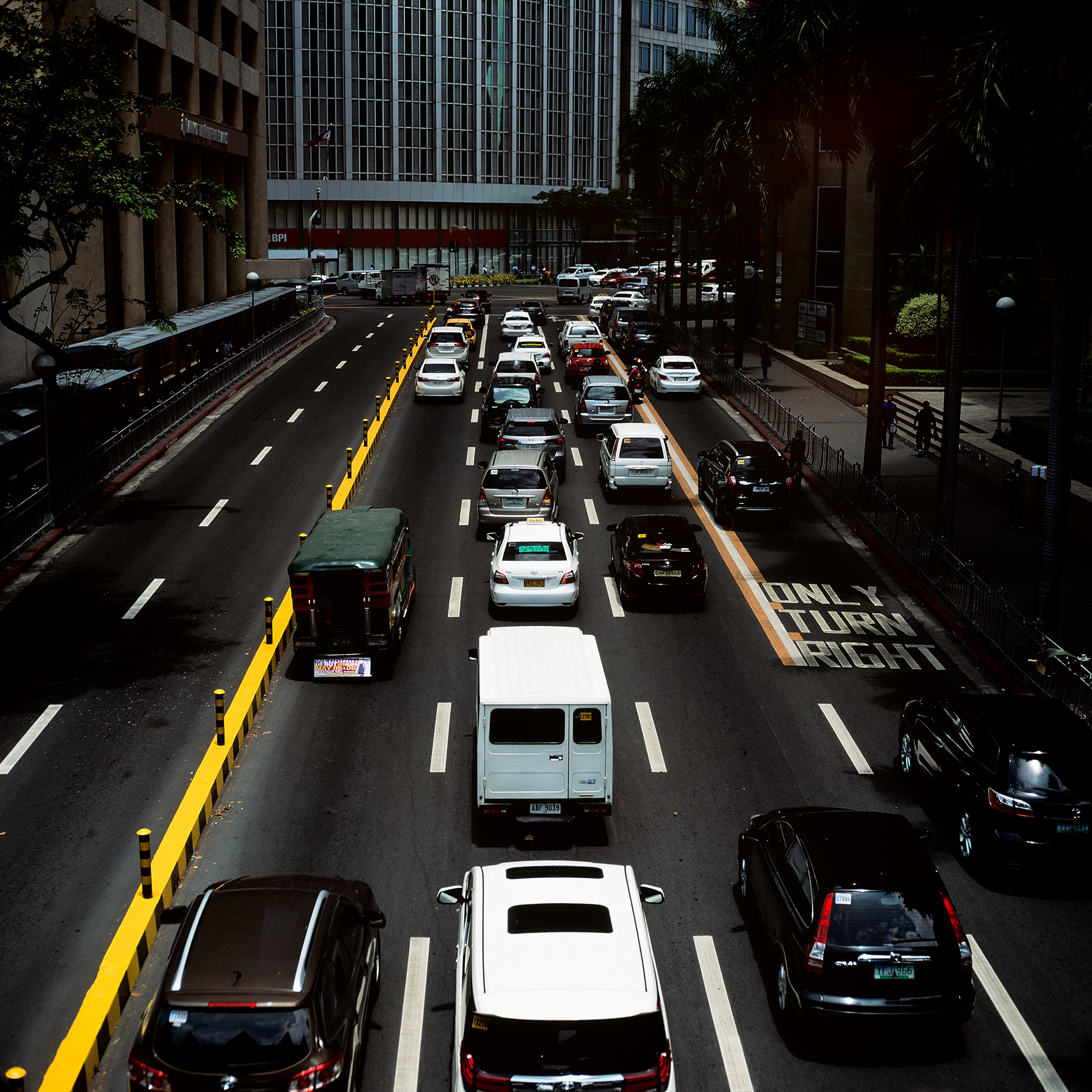 Traffic all the time in downtown Manilla